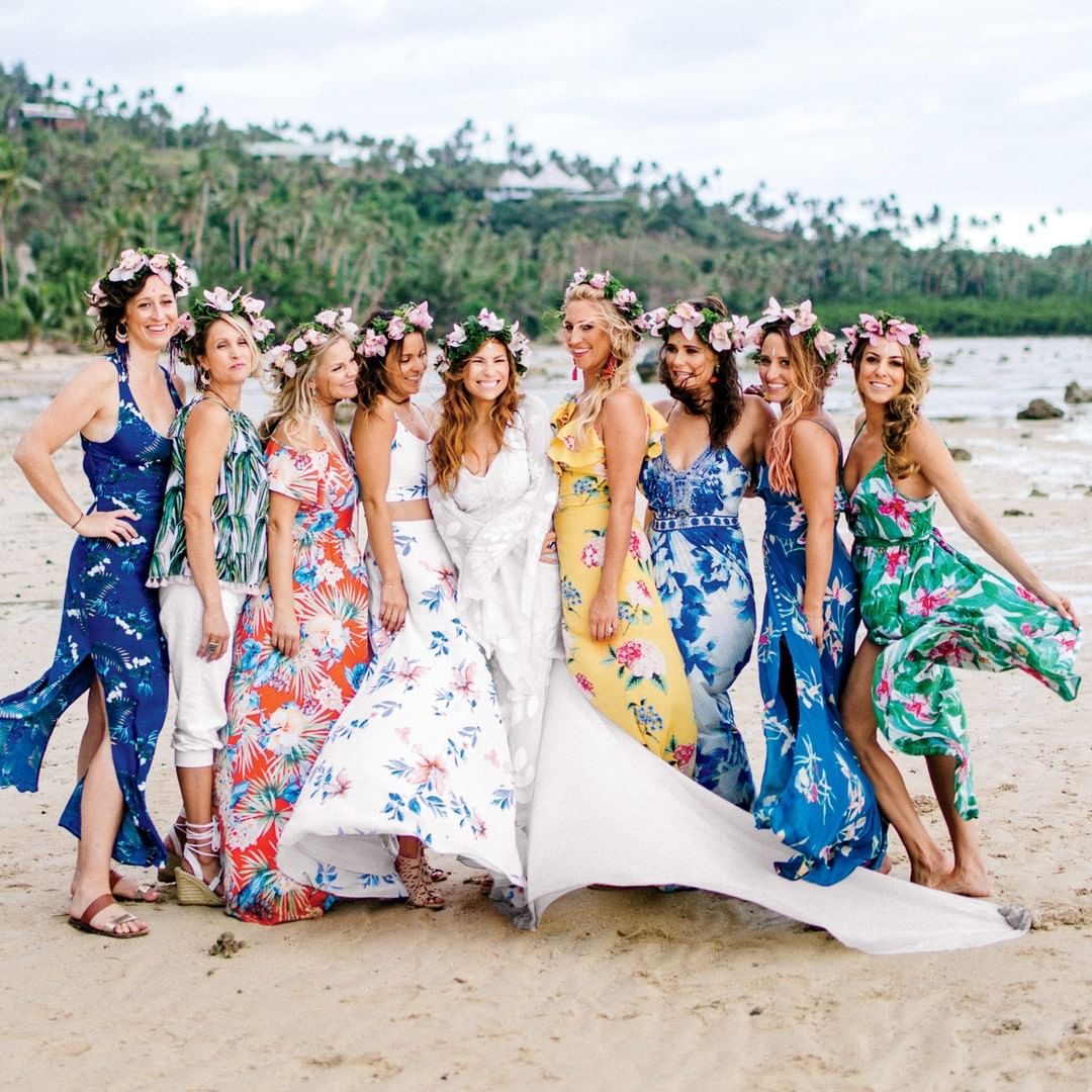 Wedding Photography Blog Ideas: 42 Fun Ideas For Wedding Photography With Bridesmaids To