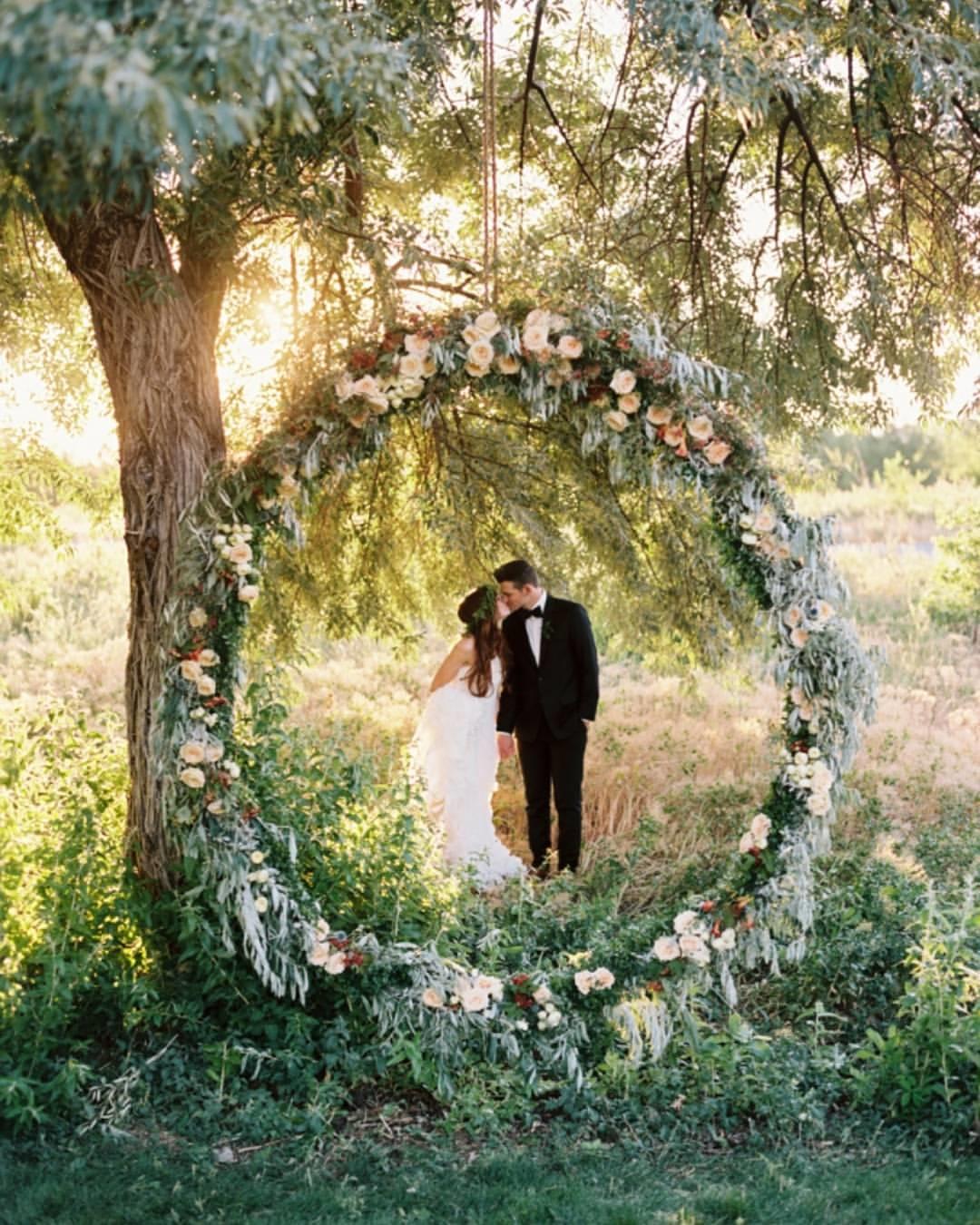 Wedding Arbor Circle: 5 Unique And Personalized Wedding Arch Ideas