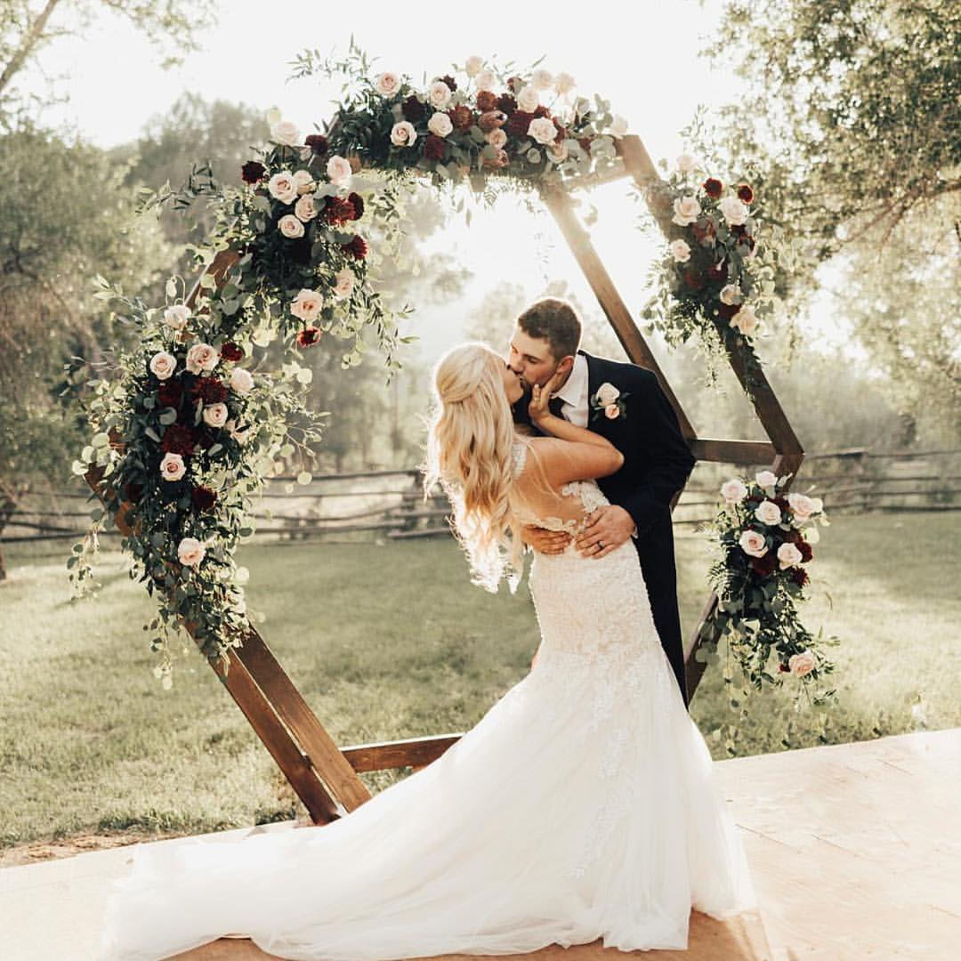Ideas For A Small Wedding Ceremony: 5 Unique And Personalized Wedding Arch Ideas